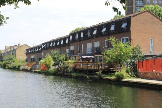 houses canal luckyIMG_1545.JPG